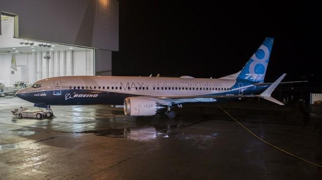 Boeing Yeni Uçağı 737 MAX 8'i Tanıttı