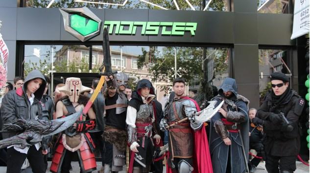 Monster Notebook Yeni Oyun Mağazasını İzmir'de Açtı